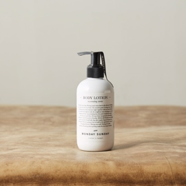 Monday Sunday - Stories Body Lotion - 250 ml i parfumerihamoghende.dk